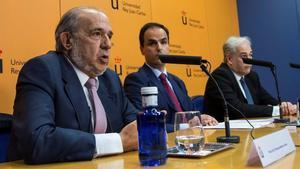 El rector del Universidad Rey Juan Carlos,Javier Ramos,acompanado por Pablo Chico de la Camara y Enrique Álvarez Conde.