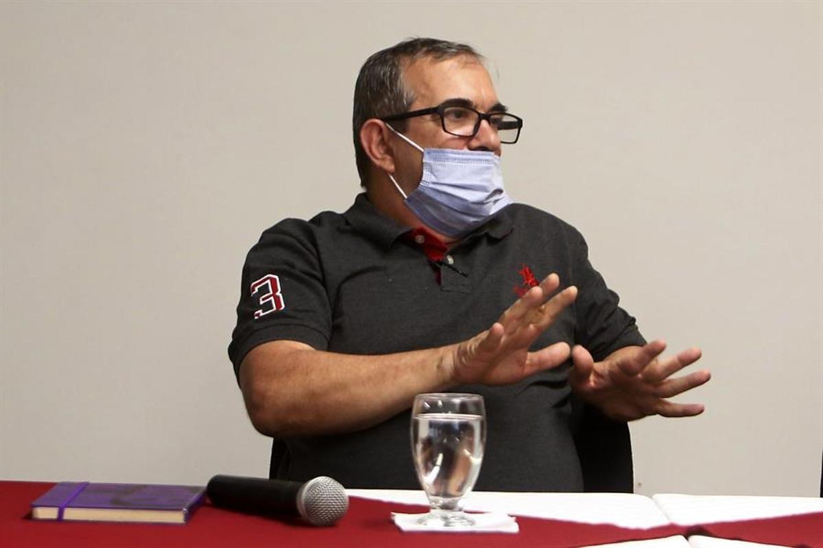 Rodrigo Londoño, presidente del partido FARC y antiguo líder de la guerrilla, durante una reciente rueda de prensa.