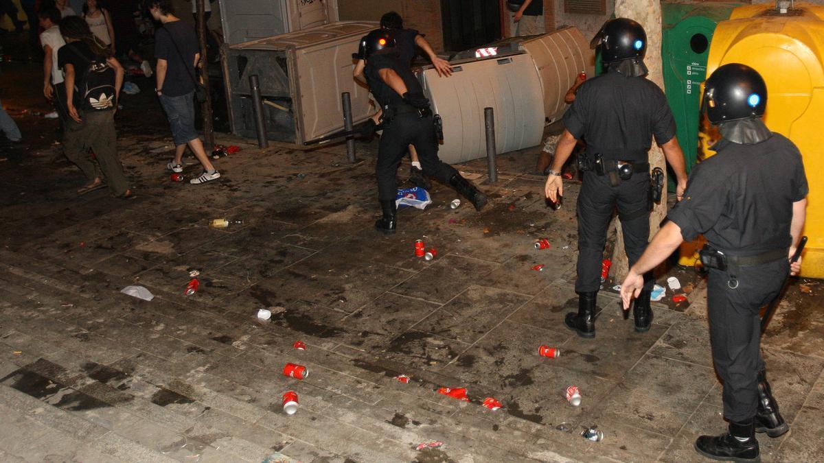 Nova nit de disturbis a la Seu d'Urgell entre Mossos i participants en un 'botellon'