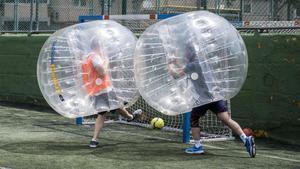 El 'bubble footbal', el fútbol ideal en tiempos de distancia social.