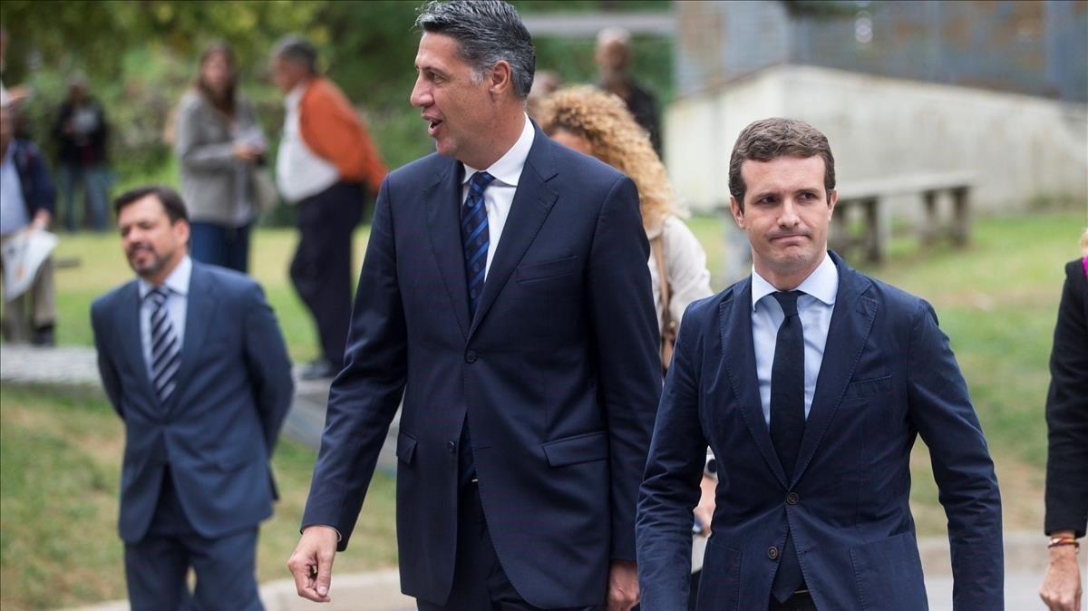 El líder del PP, Pablo Casado, junto a Xavier García Albiol.