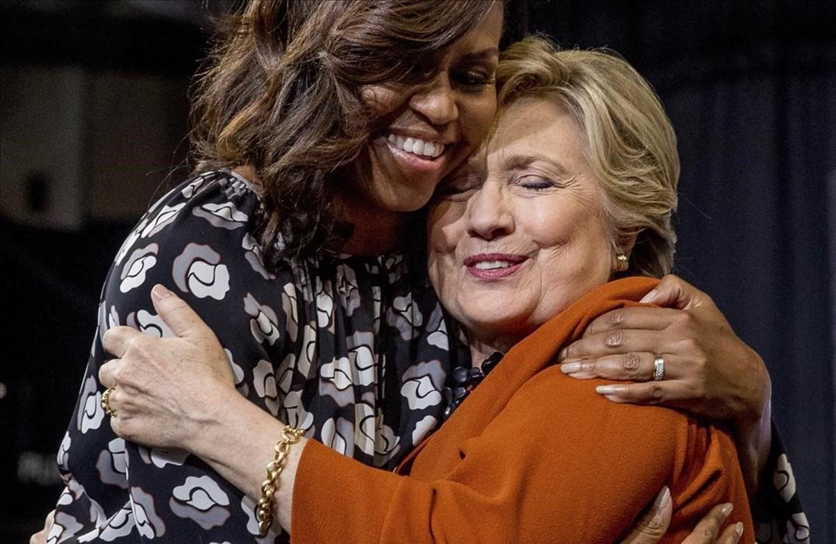 La primera dama de EEUU, Michelle Obama, con la candidata republicana a la Casa Blanca, Hillary Clinton.