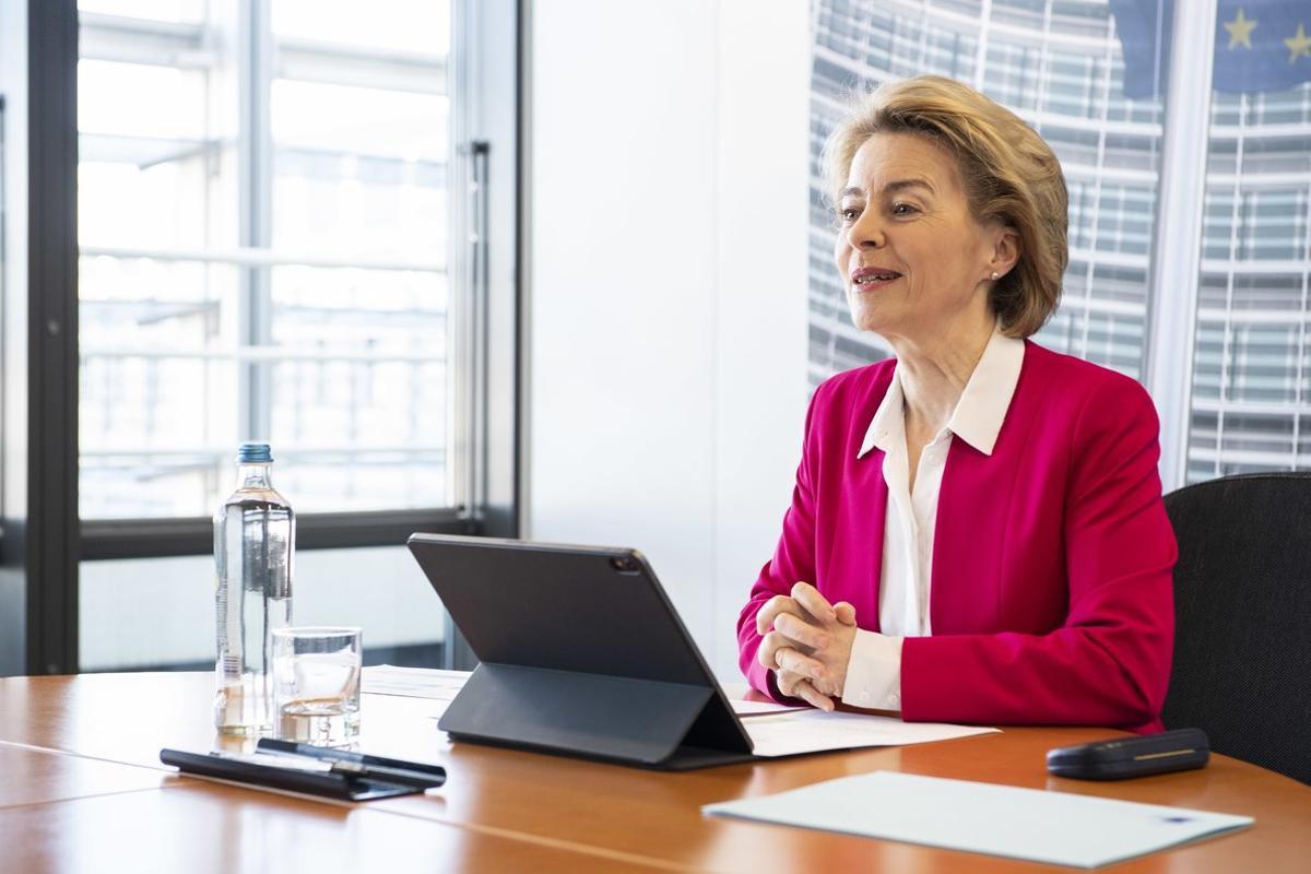 La presidenta de la Comisión Europea, Ursula von der Leyen, durante una videollamada.