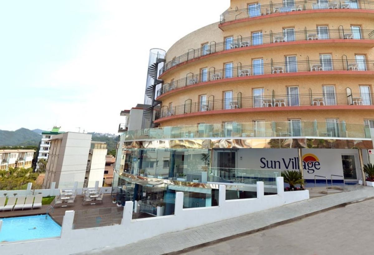Tancat un hotel de quatre estrelles de Lloret per tenir punxada la llum