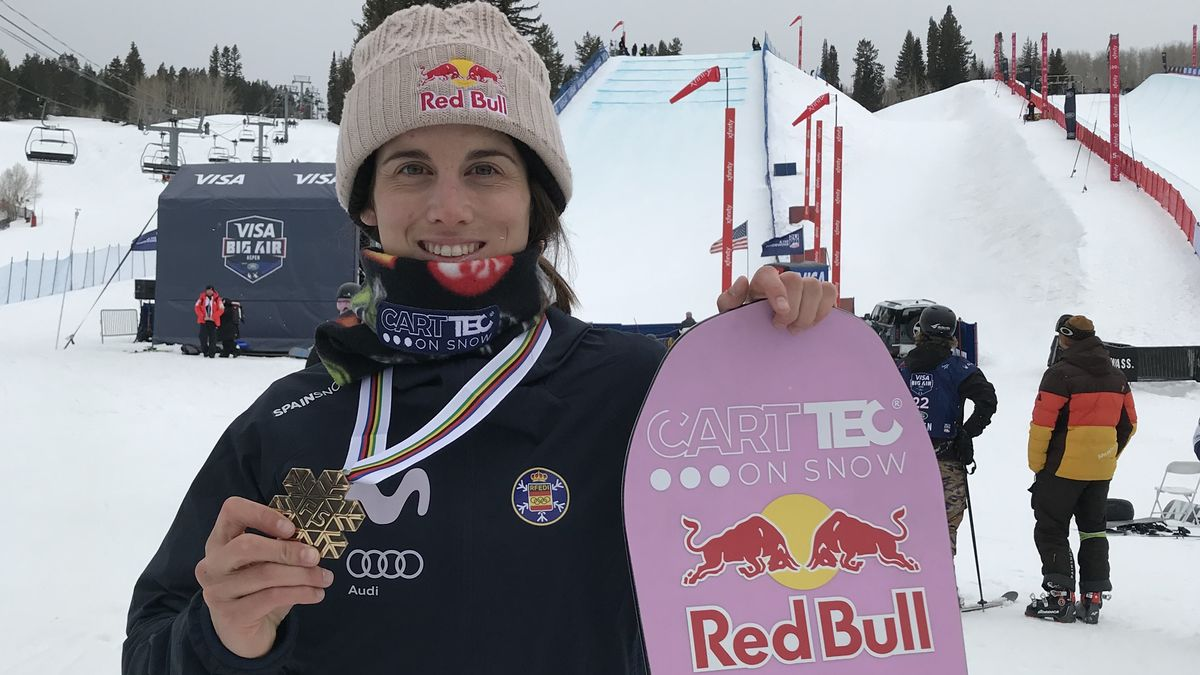 Queralt Castellet con la medalla del bronce en el Mundial de Snowboard