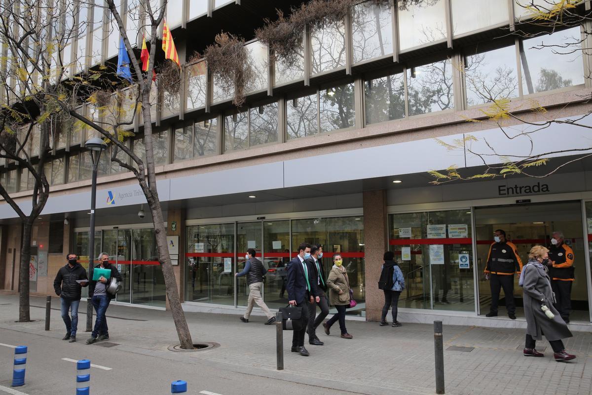 Delegación de la Agencia Tributaria, en la plaza Letamendi de Barcelona, a principios del pasado mes de abril.