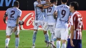 Los jugadores del Celta celebran el gol de empate ante el Atlético.