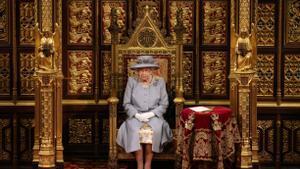 La reina Isabel II en la sesión del Parlamento.