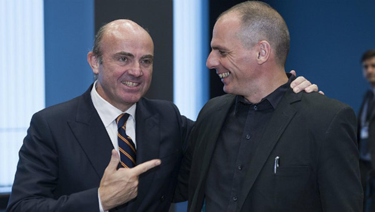 Guindos y Varoufakis, en una reunión del Eurogrupo en Luxemburgo, el pasado junio.