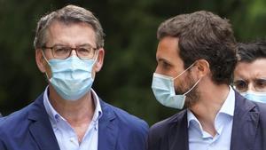 Feijóo y Casado, en Santiago de Compostela, el 21 de julio en el acto de presentación de las candidaturas.