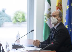 Campo, després de la vacunació del bisbe de Cartagena: «No sé si és bo recórrer al dret penal»