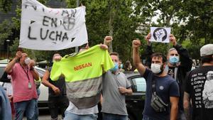 Manifestación de los trabajadores de la Nissan por el anunciado cierre de la fábrica en la Zona Franca.