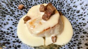 Una vieira con salsa de beicon y 'bull' blanco de Roger Viñas, del restaurante Avenir.