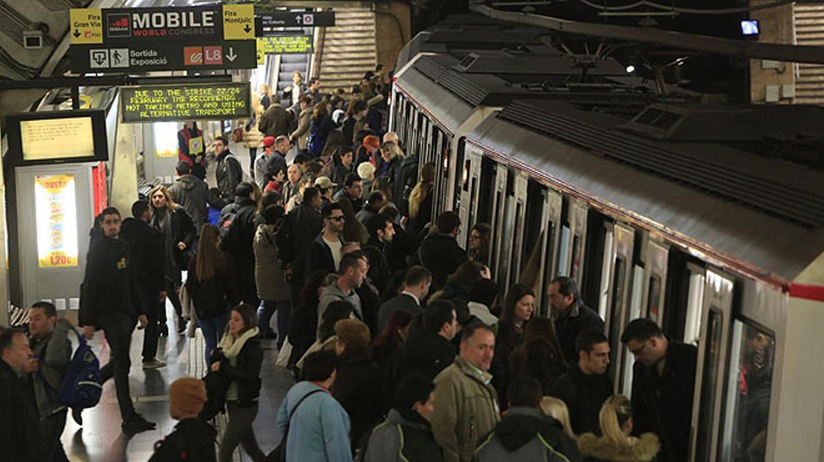 Huelga de metro en Barcelona, el 22 de febrero, coincidiendo con la inauguración del Mobile World Congress.