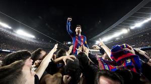 Leo Messi, eufórico ante la afición, la noche de la remontada ante el PSG.