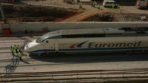 Un convoy de Euromed en dirección Barcelona, a la altura de El Prat.