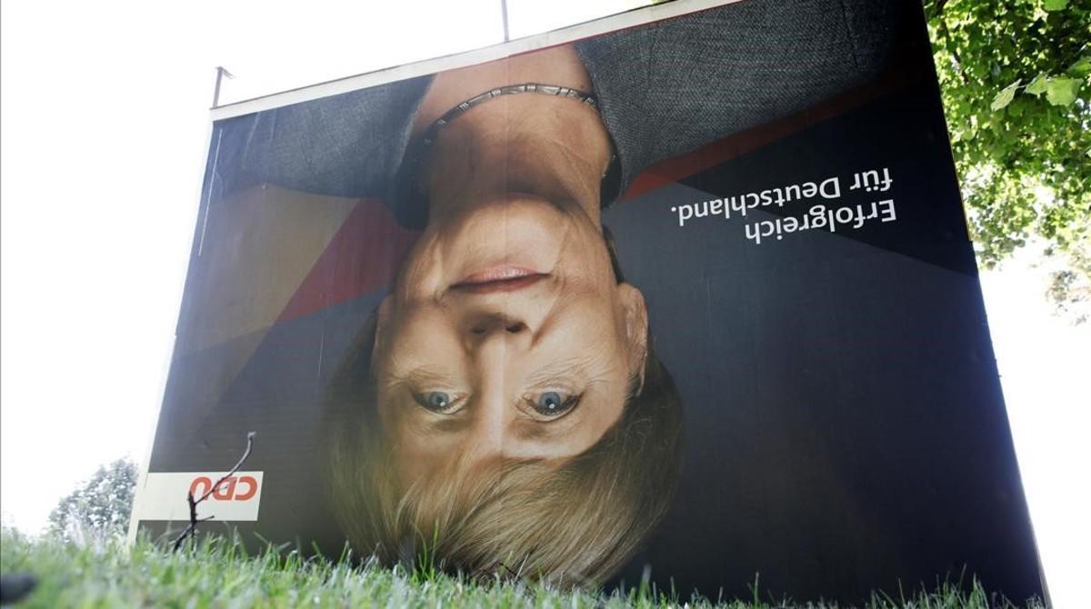 Un cartel de Angela Merkel ha aparecido boca abajo en la ciudad de Bergen.