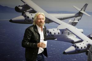 Richard Branson con sus aviones espaciales.
