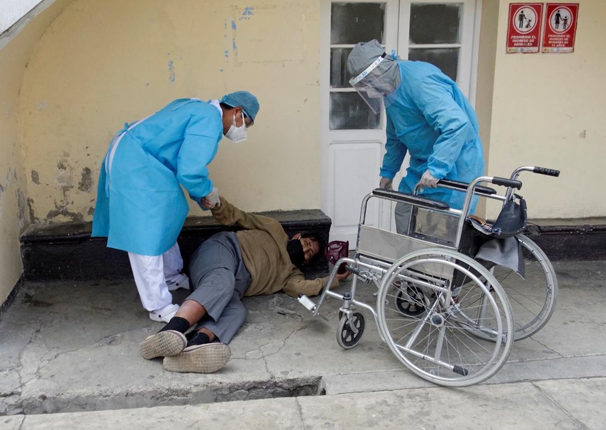 Las principales ciudades bolivianas presentan situaciones de saturación en centros de salud y cementerios.