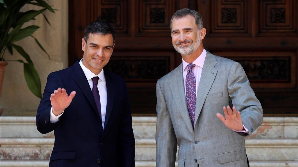 Pedro Sánchez y Felipe VI, en el despacho de verano en Marivent del 2018.