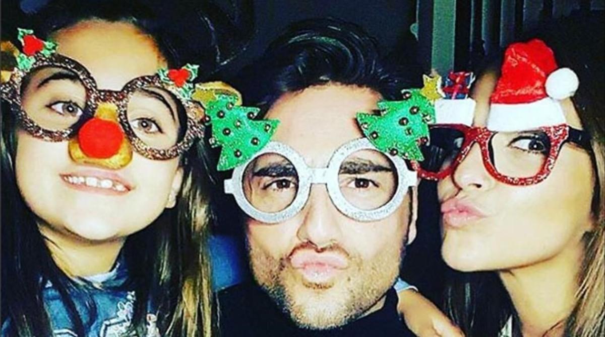 David Bustamante y Paula Echevarría felicitan la Navidad con su hija.
