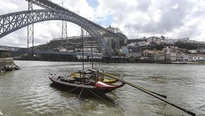 Vista del puente Don Luís, uno de los símbolos de la ciudad fronteriza portuguesa de Oporto.