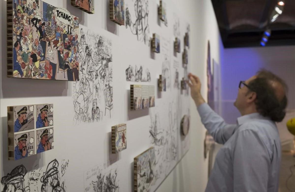 Esbozos de Hergé, comparados con el resultado final, en la muestra del Museu d'Història de Catalunya sobre las influencias de la vida real que el dibujante belgatrasladó a 'Tintín en el Tíbet'.
