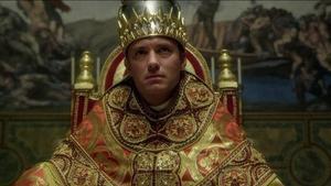 Jude Law, el papa oscurantista y temerario de 'The new pope' y 'The young pope'.