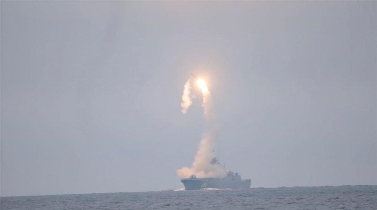 El misil hipersónico 'Tsirkon' lanzado desde la fragata Gorshkov.