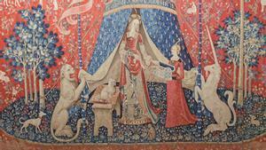 Uno de los tapices de 'La dame à la Licorne' conservados en el Museo de Cluny.