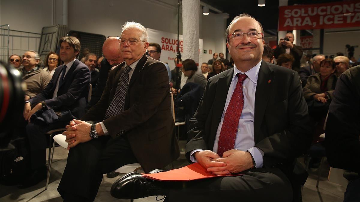 Miquel Iceta junto a Josep Borrell esta mañana en la sede del PSC.