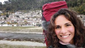 Clara Ruiz, en un selfi tomado en la localidad de Berat, en Albania.