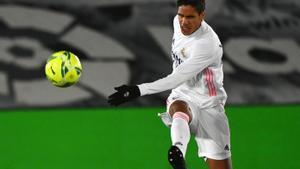 El defensor francés Varane durante un partido con el Real Madrid.