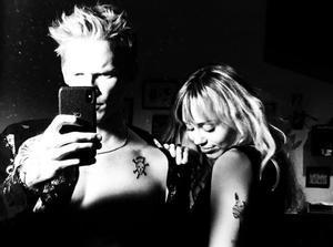 Miley Cyrus y su novio, Cody Simpson.