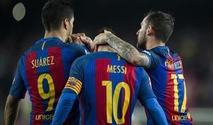 Suárez, Messi y Alcácer celebran un gol a la Real Sociedad en la Liga anterior.