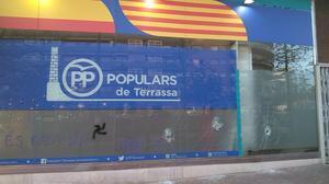 Destrozas en la sede del PP de Terrassa