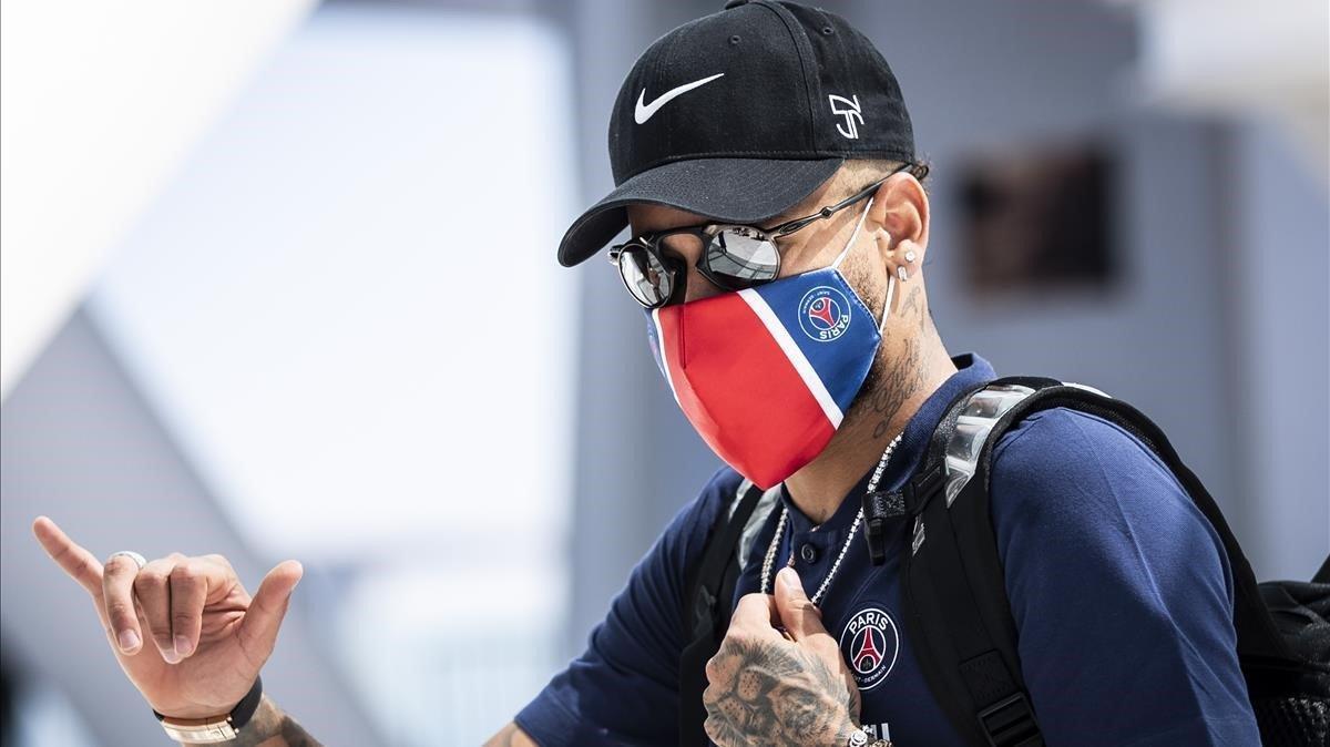 Neymar deja el hotel de Lisboa el día después de perder la final de la Champions ante el Bayern Múnich
