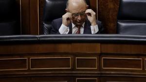 El ministro de Hacienda, Cristóbal Montoro, en unpleno del Congreso de los Diputados.