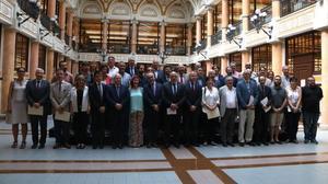 Foto de familia de los participantes en la constitución del Pacte Nacional d'Universitats.