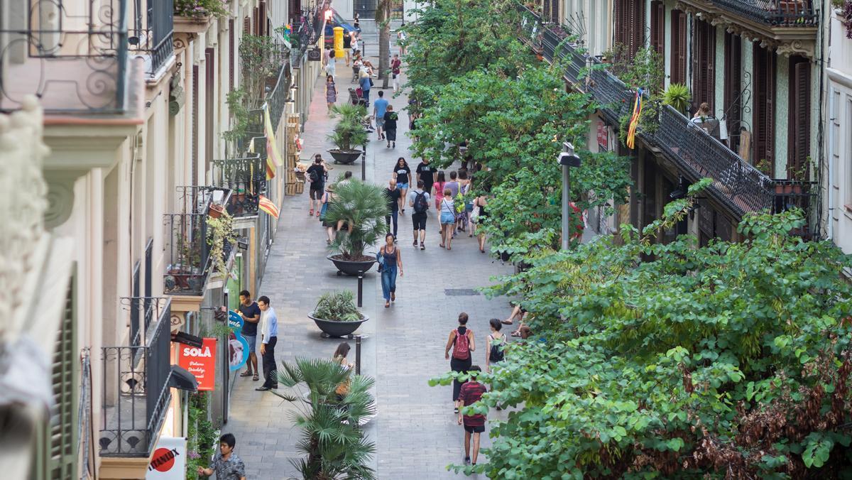 Muchos turistas deciden alojarse en casas de personas locales para mejorar su experiencia en Barcelona