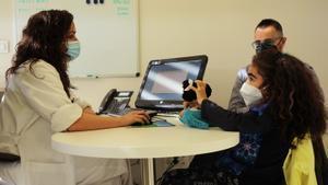 La paciente de un trasplante de riñón con su doctora