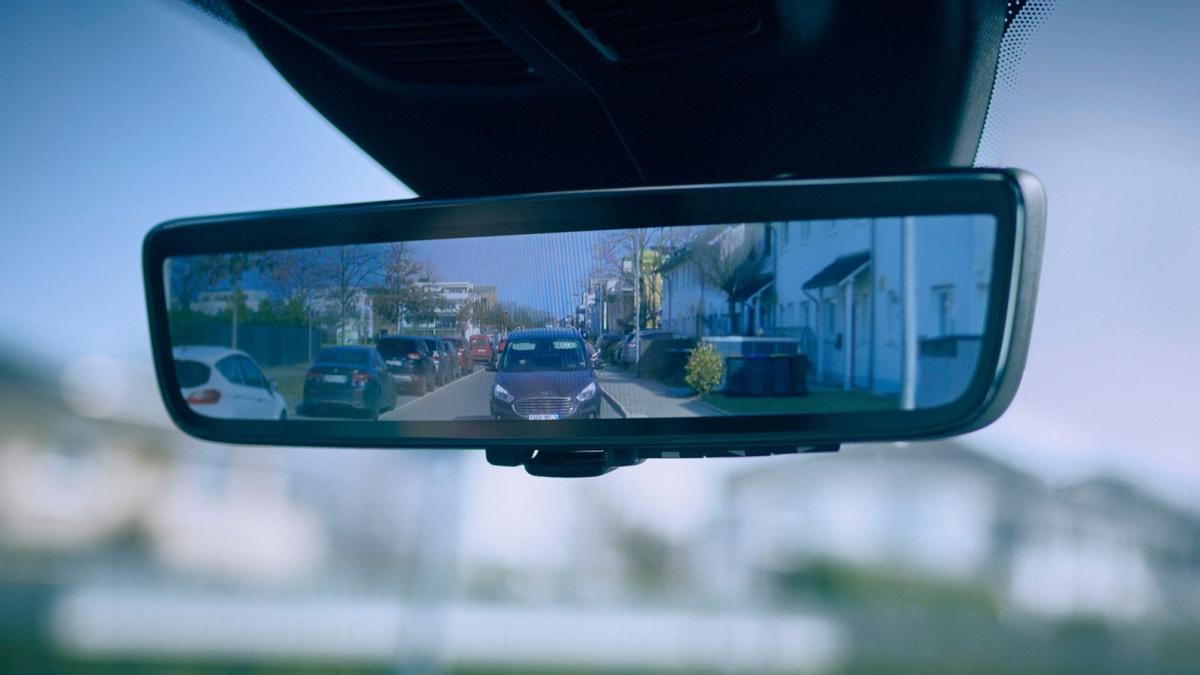 El 'Smart Mirror' de Ford permite detectar con claridad a ciclistas, peatones y vehículos