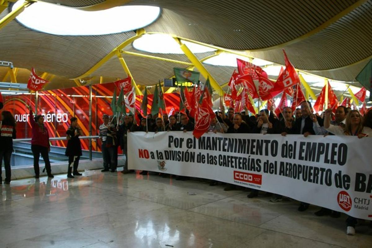 Protesta sindical en el aeropuerto de Barajas durante la huelga general.