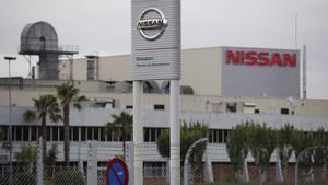 GRAF5576. BARCELONA, 14/05/2020.- Vista exterior de la planta de Nissan en la zona franca de Barcelona, este jueves. Nissan planea cerrar su fábrica de Barcelona dentro de su plan de reducción de costes, una medida que se haría oficial a final de mes según las informaciones que han trascendido este jueves del diario nipón Nikkei, aunque la Generalitat insiste en que la decisión aún no está tomada y reclama claridad a la firma automovilística, mientras que los sindicatos prometen dar guerra. EFE/ Alejandro García