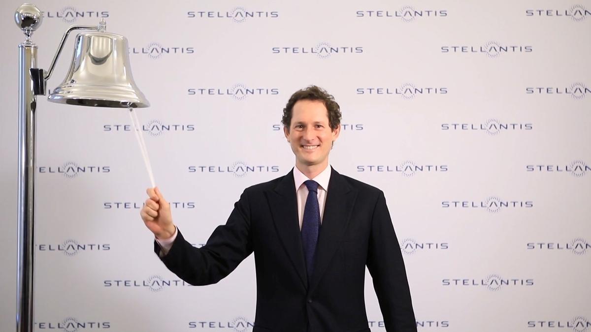 John Elkann, presidente de Stellantis, abre el fuego en la Bolsa de Milán.