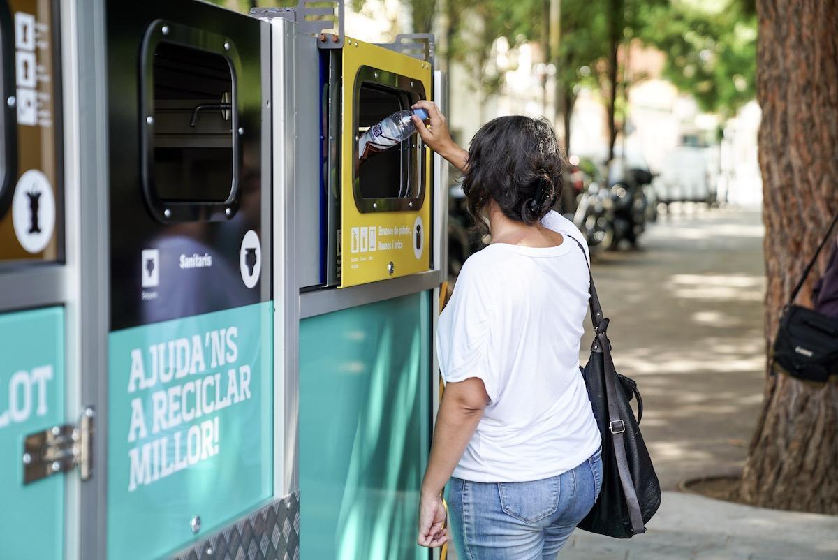 El sistema de contenedores móviles logró que en el barrio del Bon Pastor la separación de residuos alcanzara el 60%