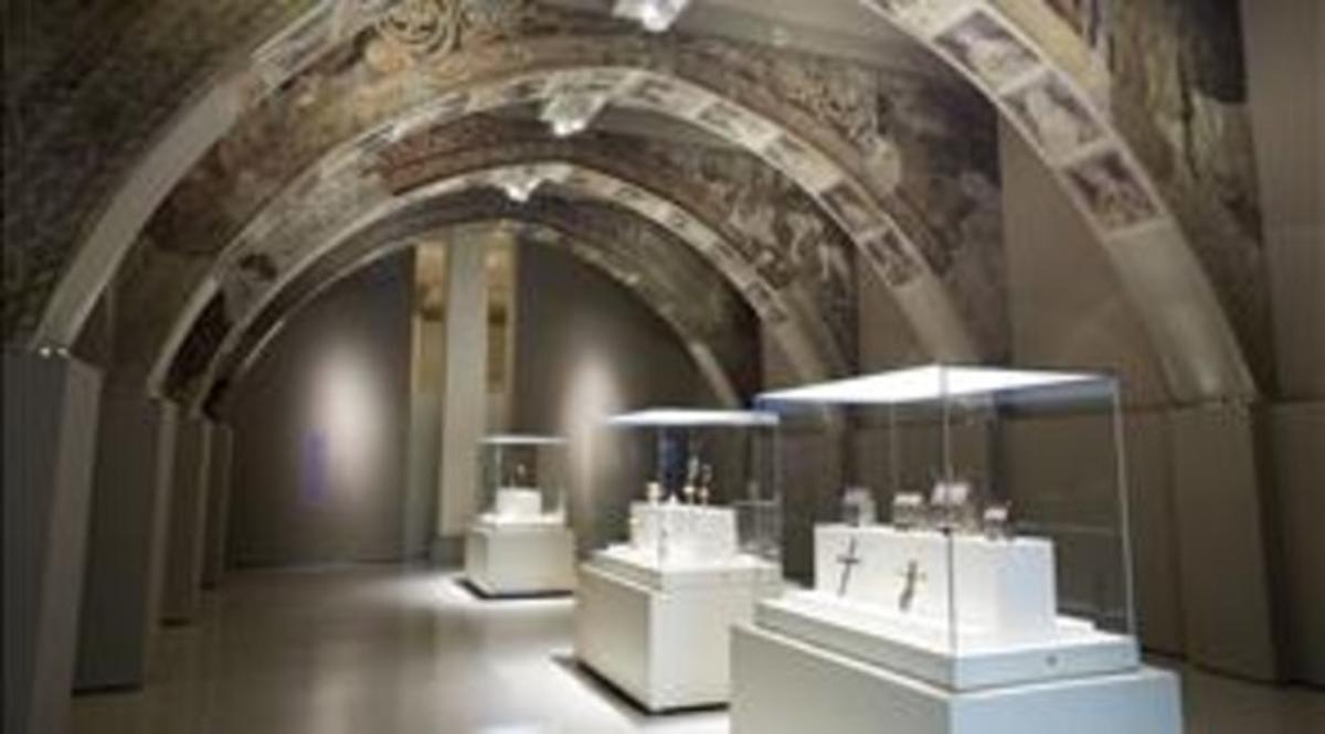 La sala del MNAC donde se exponen las pinturas rescatadas de la sala capitular del monasterio de Sijena.