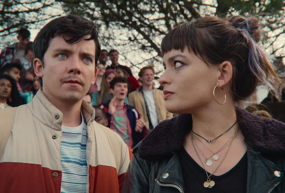 Asa Butterfield y Emma Mackey en la tercera temporada de 'Sex education'.