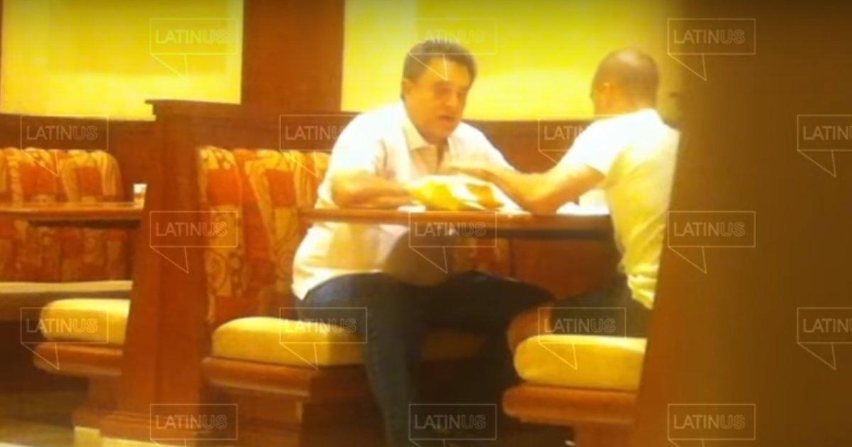 Los vídeos, con fecha del 2015, muestran al hermano del presidente al recibir en dos ocasiones paquetes que supuestamente contienen dinero.