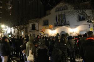 Unas 300 personas se concentran en Esplugues para celebrar el retorno de Adrià Carrasco